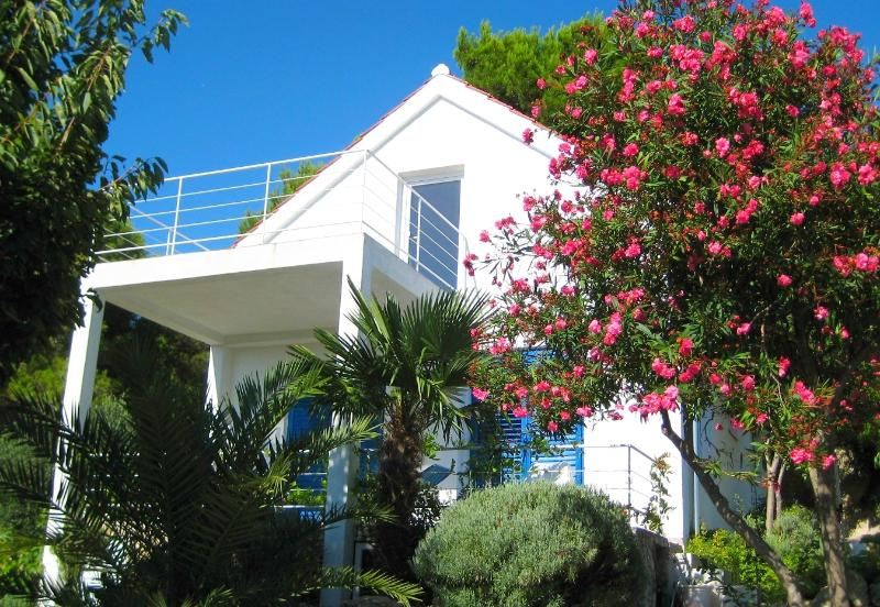 Mediterranean Beach House designed for families, vacation rental in Prvic Sepurine