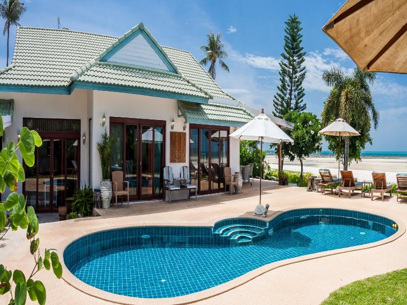 Chai Haat 4BR Luxury Beachfront Villa, vacation rental in Lamai Beach