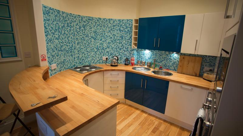 Kitchen integrated fridge and dishwasher, oven, access to utility room with washer dryer/ freezer