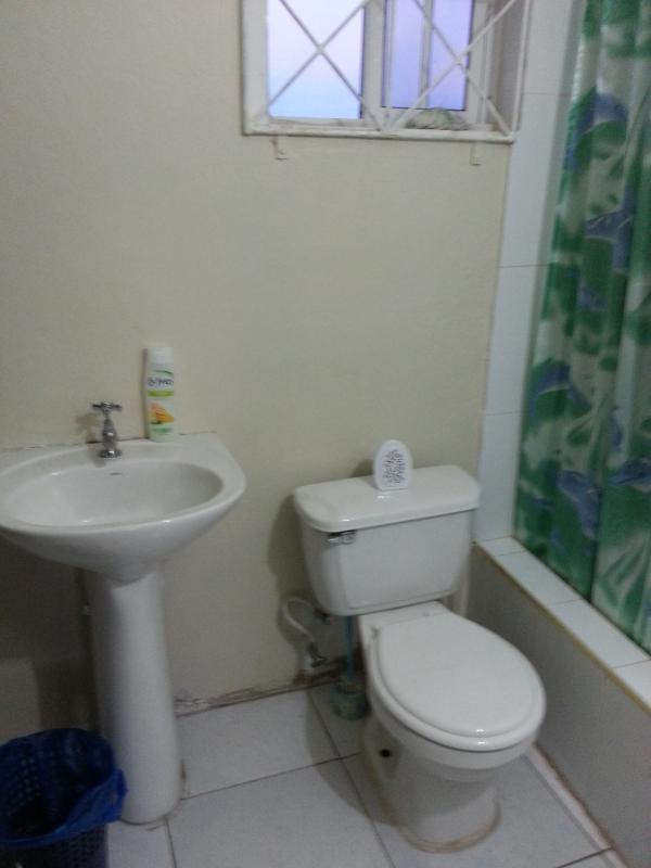 Villa 2, Bathroom