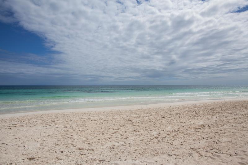 Tulum Strand vor dem Haus in einer ruhigen bewölkten Tag