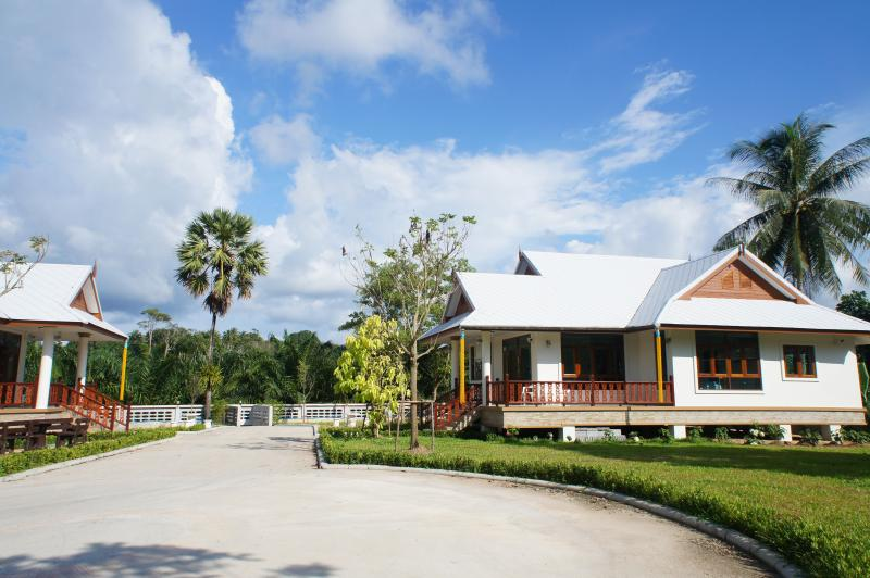 Brand new* Beach house2 holiday rental in Phangnga, holiday rental in Phang Nga