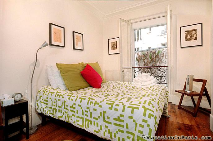 Diamonds in Your Sky Two Bedroom - ID# 204, vacation rental in Aubervilliers