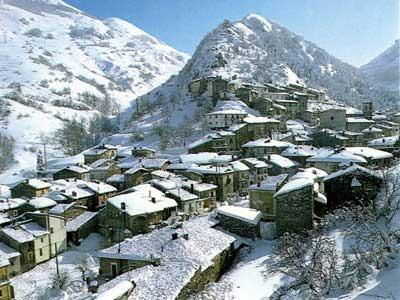 HOLIDAY HOUSE ON THE SNOW, holiday rental in Rocca Pia