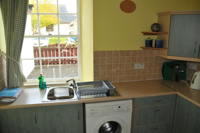 Fully fitted kitchen with microwave, oven, fridge and washing machine