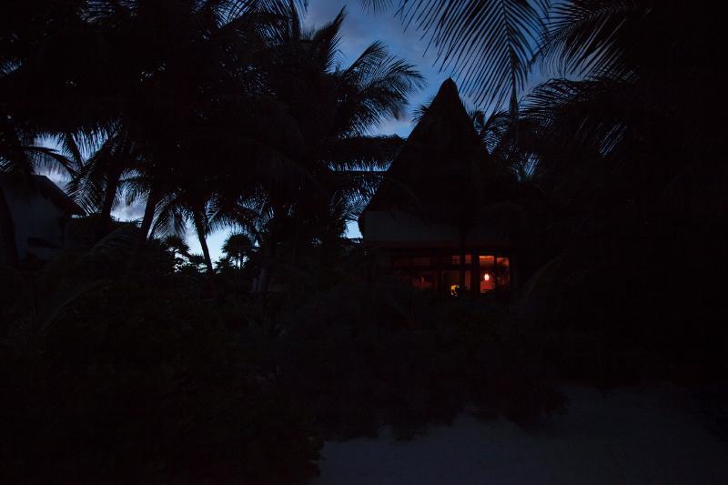 Casa Bonita por la noche. seguridad de la noche ha proporcionado para que pueda relajarse totalmente.