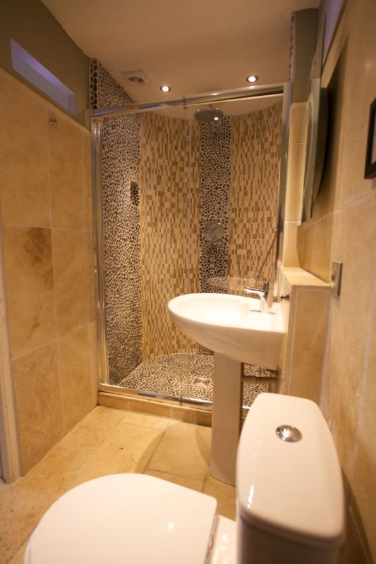middle floor bathroom