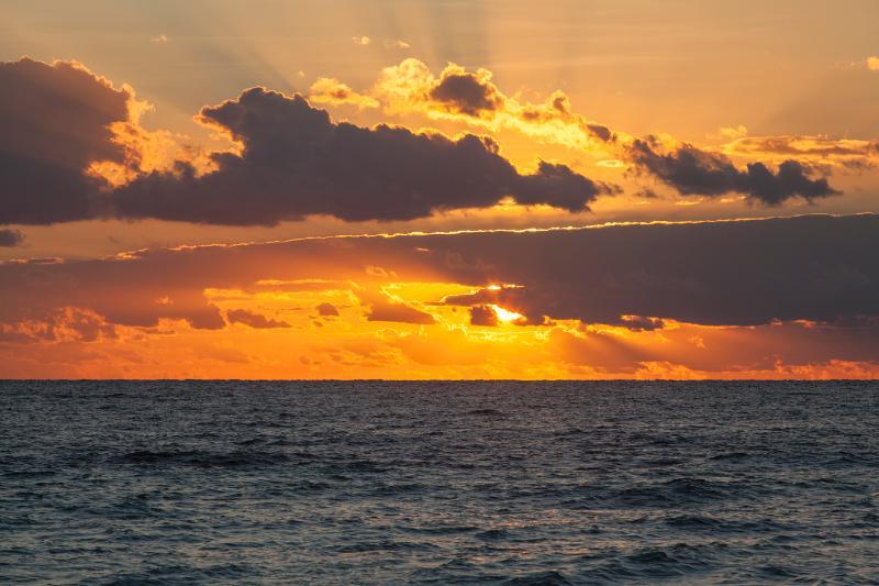 Sonnenaufgang aus dem Meer