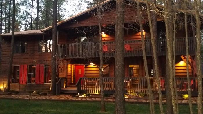 One of a kind 4500 Sq/Ft Cabin Sleeps 28 In Beds - Theater and Pool Table