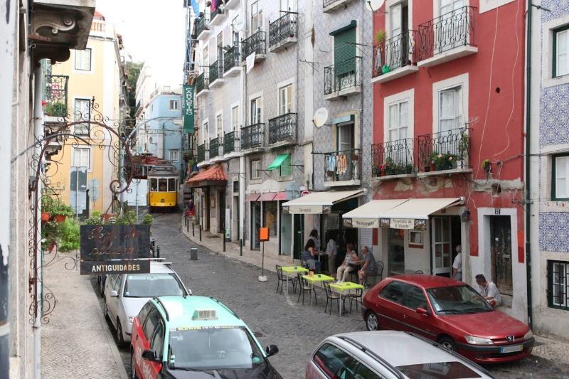 Vue de la pittoresque rue trottoir Saint Vincent