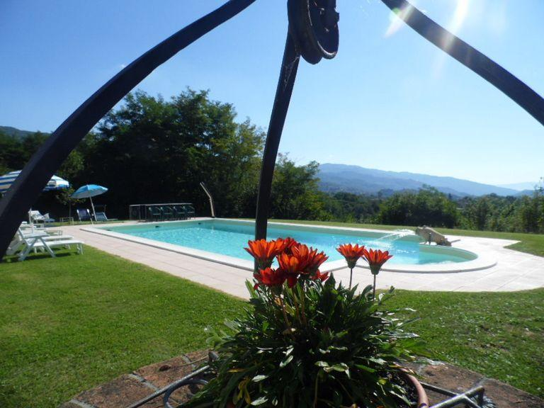 Large pool with stunning views and spacious garden!