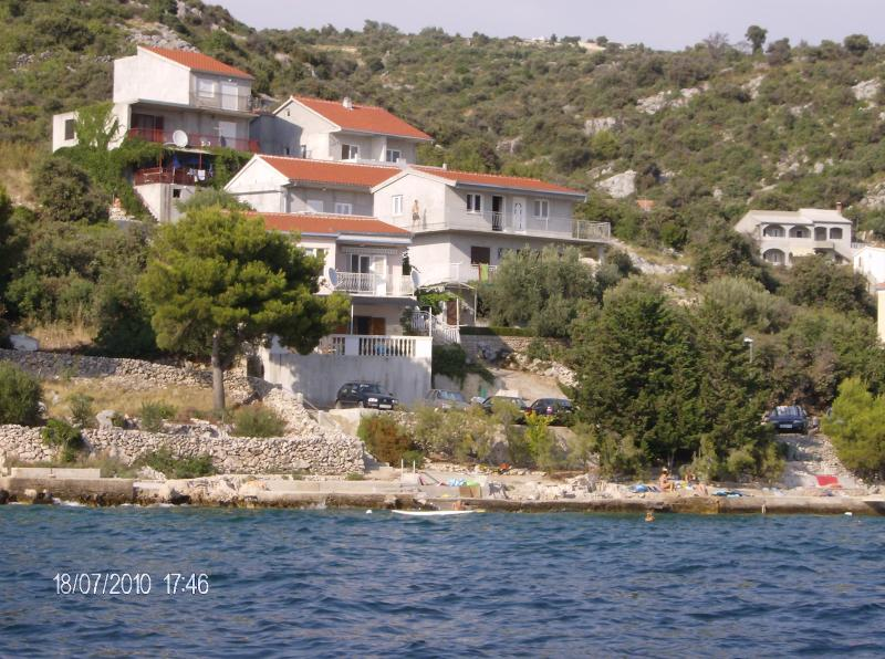 Seaside Apartment 2 with beautiful seaview, holiday rental in Rogoznica