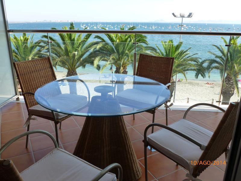 Apartamento en primera linea de playa. Mar Menor. – semesterbostad i Lo Pagán