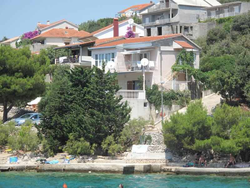 Seaside Apartment 1 with beautiful seaview, holiday rental in Rogoznica