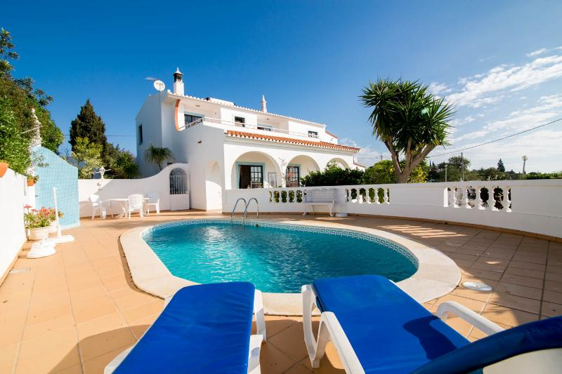 4 Bedroom Villa with seaviews, private pool, WIFI, Barbecue, Air conditioning, alquiler de vacaciones en Faro District