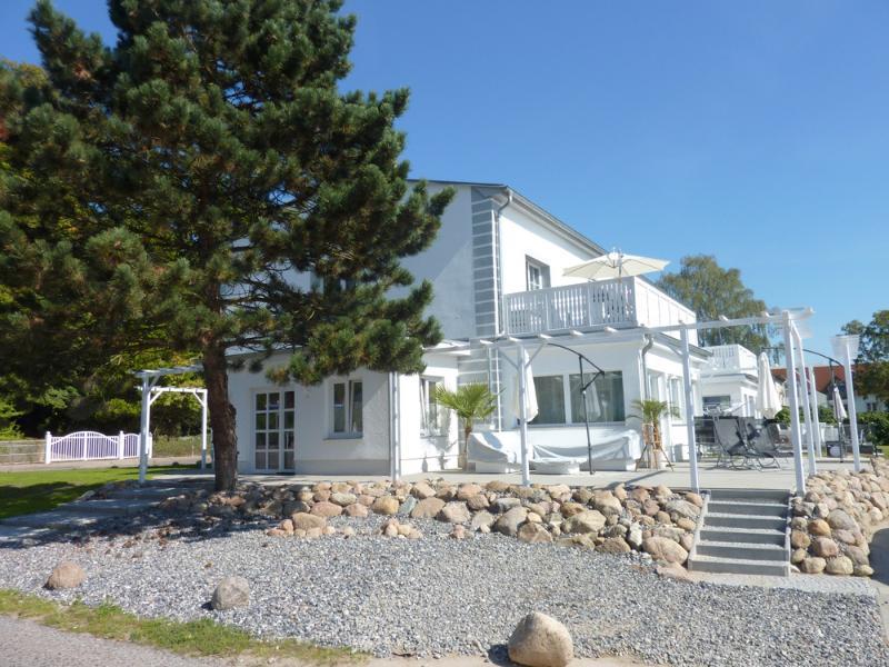 Exklusiv eingerichtete Ferienwohnung mit großem Südbalkon in der Villa Paradies, holiday rental in Sellin