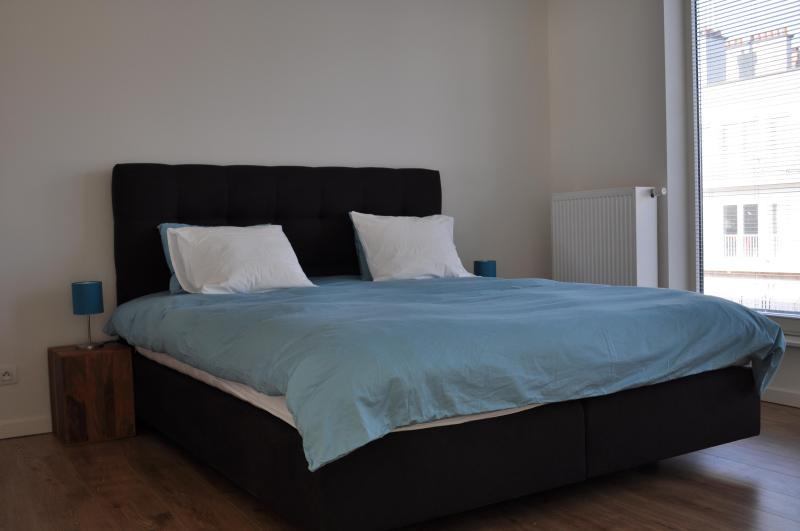 Quarto 2, 1 cama de casal ou 2 solteiros queridos, com lavatório
