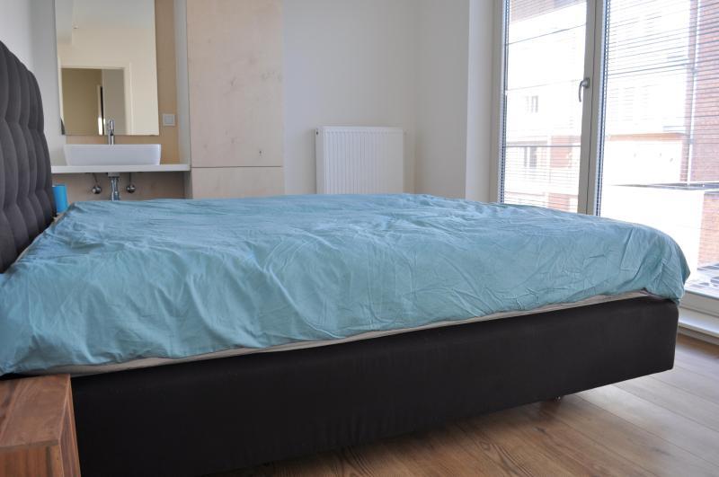 Sala 3, 1 cama de casal ou 2 solteiros queridos, com lavatório