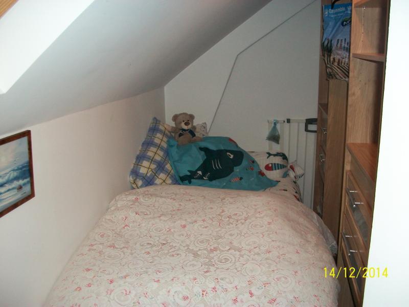 chambre petit mousse dans le dressing+barrière de sécurité p/ escalier .