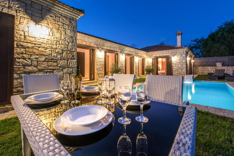 Kyveli Luxurious Private Villa - Exterior