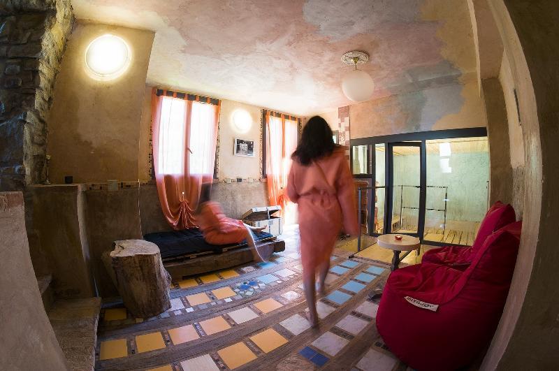 Spazio Benessere con Bagno Turco, Sauna e lettini massaggianti