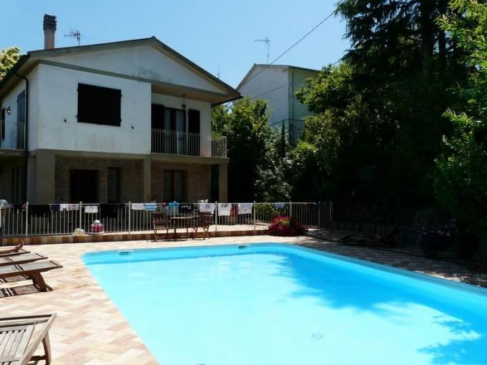 Etruscan hills villa with large garden, gazebo,barbecue,Wi-Fi, near the village, holiday rental in Sassetta