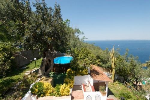 Villa Panorama in the heart of Sorrento Peninsula, Ferienwohnung in Massa Lubrense