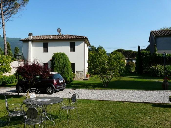 holiday apartment with pool in villa near Lucca, A,village walking distance, holiday rental in Asciano