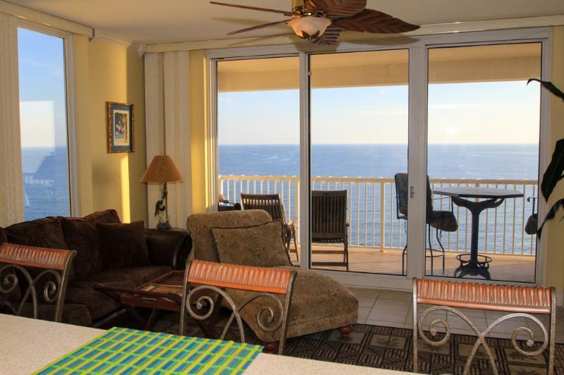 Elegant Beachfront Condo with Incredible Views at Majestic Beach Resort!, holiday rental in Panama City Beach