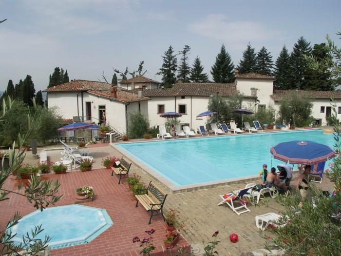 chianti holiday lodging Q8,swimming pool,restaurant,tennis court,wine,olive oil, alquiler vacacional en Pelago