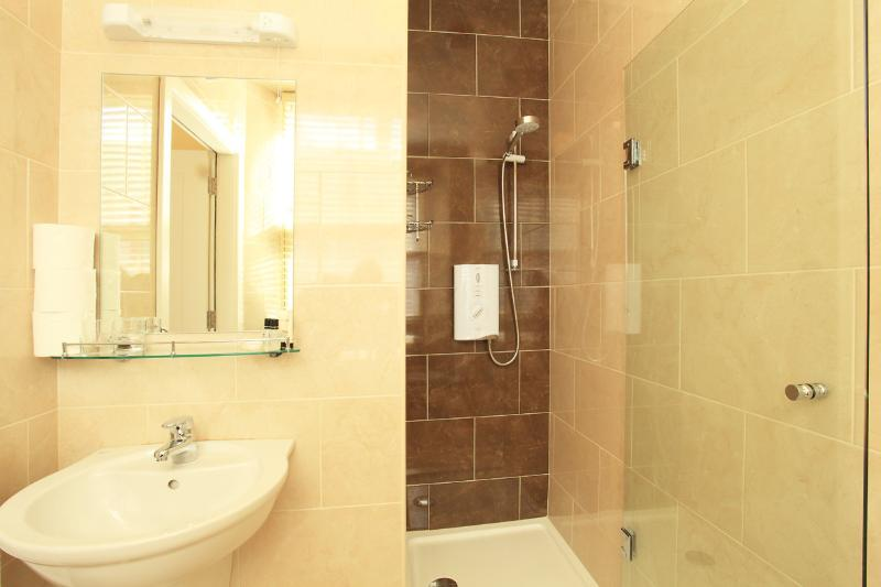 Shower En Suite