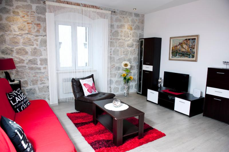 ILIĆEV PROLAZ - COZY APARTMENT IN THE HEART OF SPLIT, holiday rental in Split