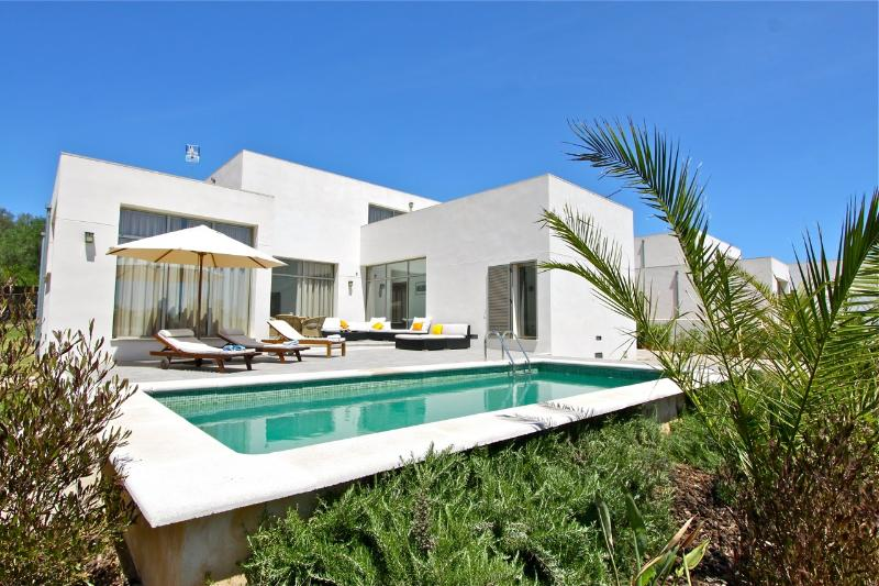 Moderna casa de campo a 10-15 min del mar, holiday rental in Sa Pobla