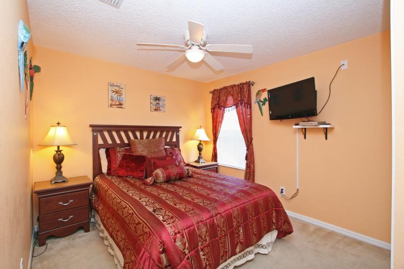 Second floor bedroom (Bedroom #4) - queen size, Themed 'Tropical'