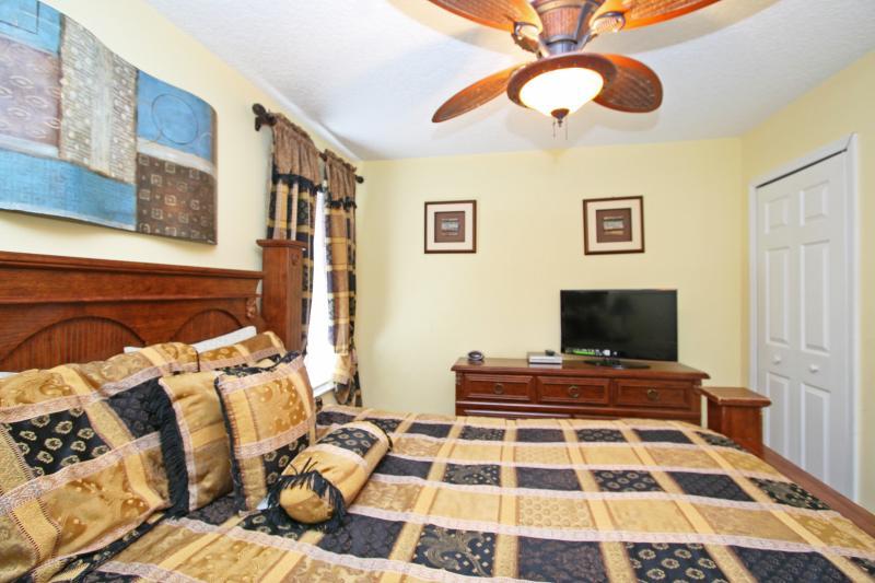 Second floor bedroom - queen size (Bedroom #3)