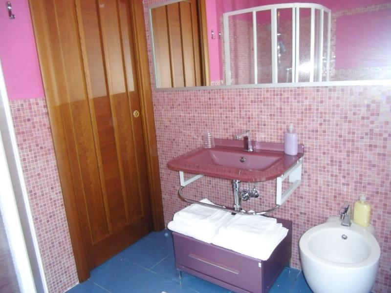 Salle de bain avec balcon