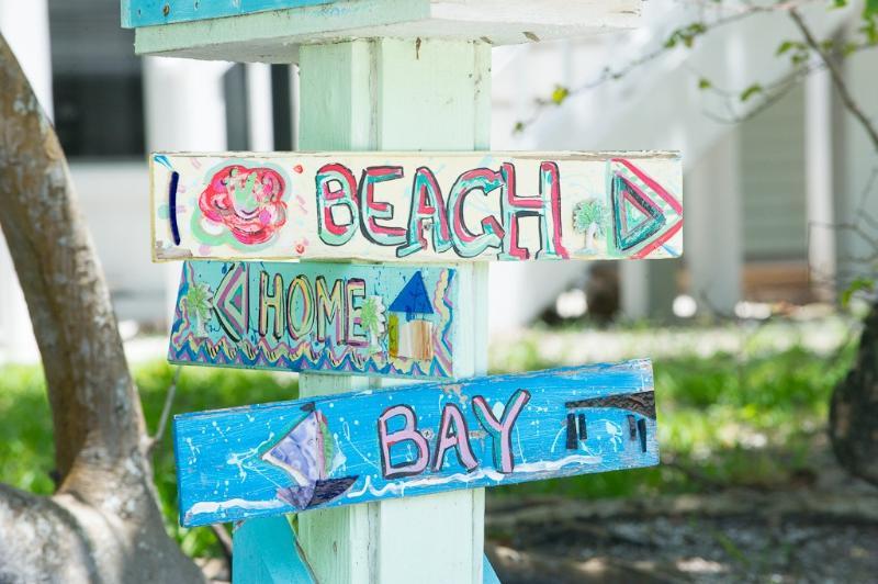 Er zijn slechts twee straten op Sanibel welk stormloop vanuit Bay naar strand! Ons is een!