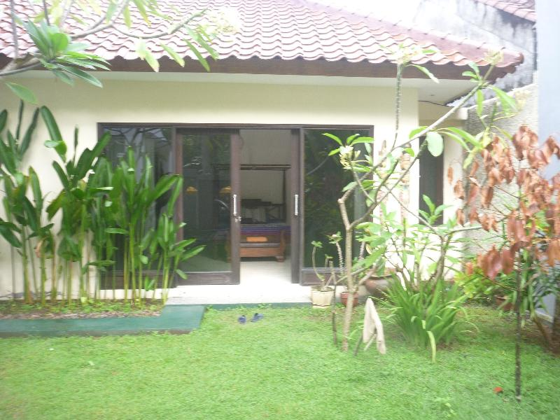 Modern western house bungalow, vacation rental in Senggigi