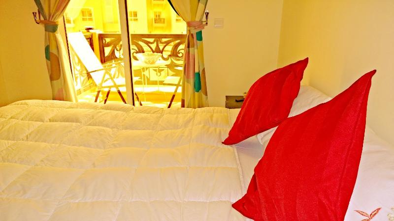 Cozy private room with a balcony, holiday rental in Dubai