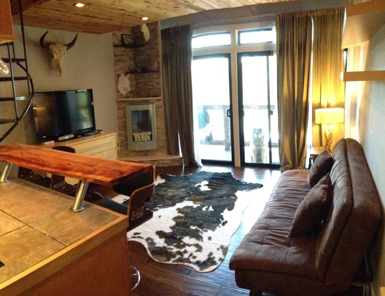 Luxe Tahoe Ski In/Out Modern Loft Condo, vacation rental in Truckee
