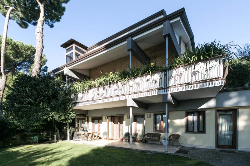 Appartamento indipendente in Villa con giardino, holiday rental in Castel di Leva
