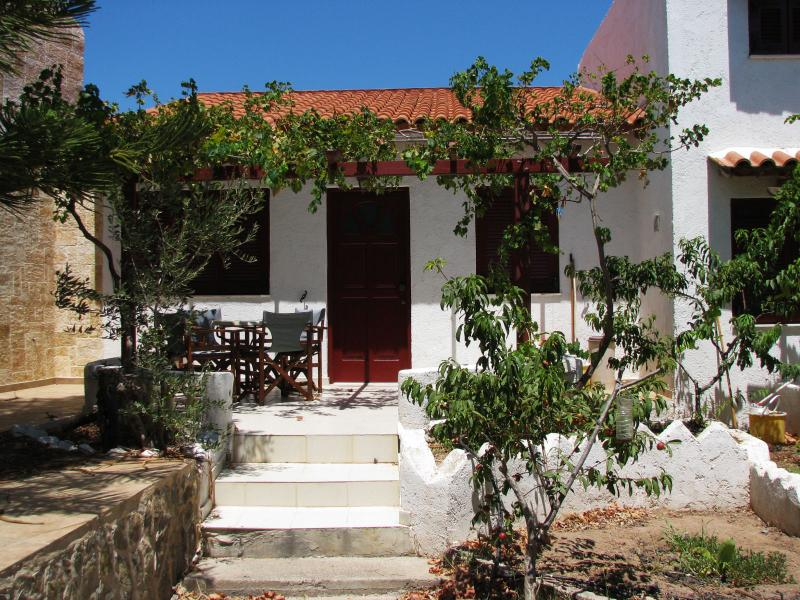 sunrise apartments studio 2, holiday rental in Tripitos