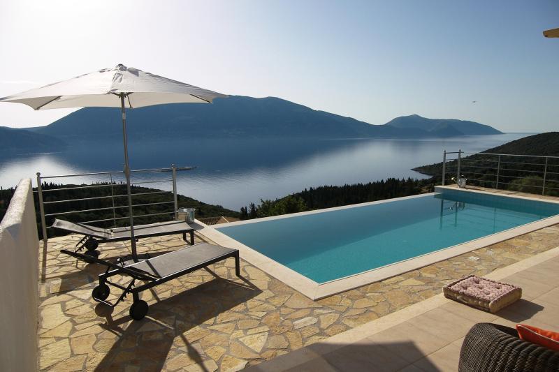 BlueVillaEvreti, Fiskardo, Kefalonia, holiday rental in Platrithias