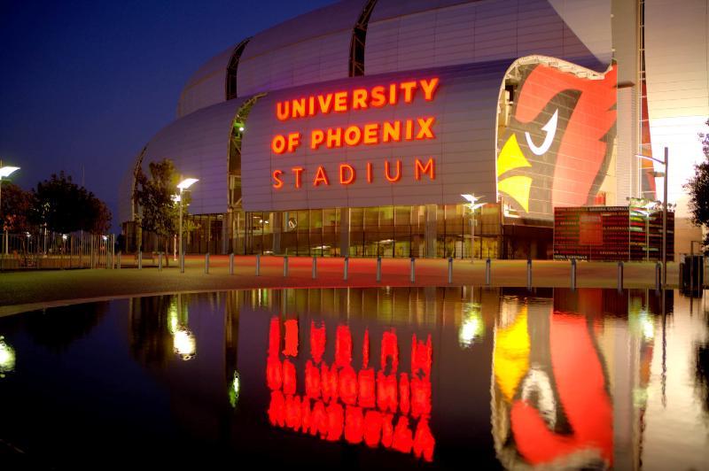 University of Phoenix Stadium apenas 2 milhas de distância