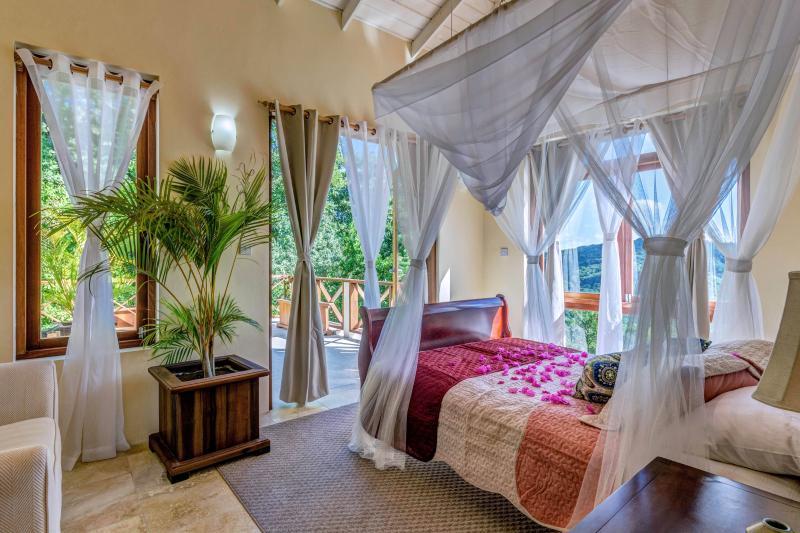 Near Deluxe Bedroom