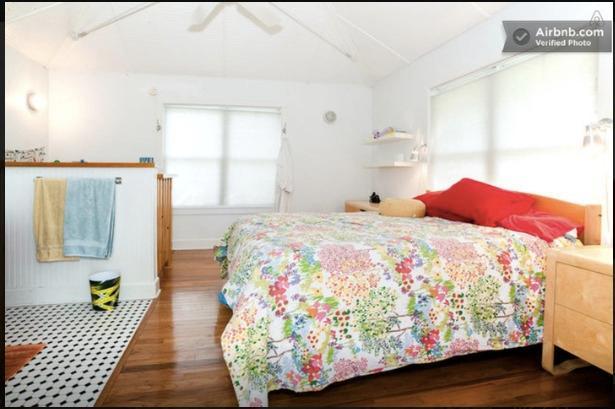 Otra vista de la parte de arriba.  Cama doble con ropa de calidad del hotel y colchón orgánico.