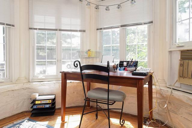 Mesa no Den / Escritório