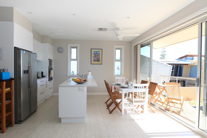 Kitchen/meals/balcony