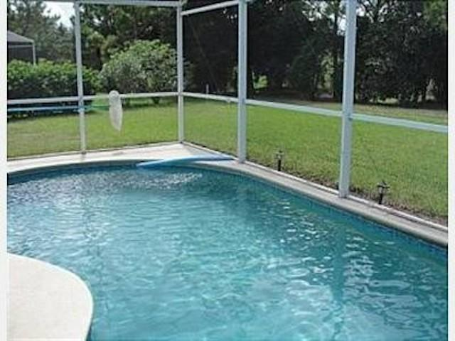 Hermosa piscina privada