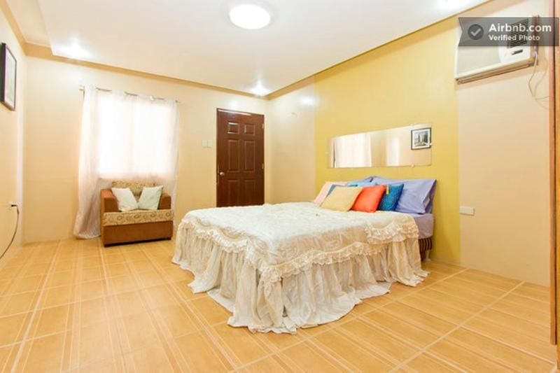 ***BIG PRIVATE ROOM. STUDIO TYPE, 5min FROM FIELDS, vacation rental in Pampanga Province